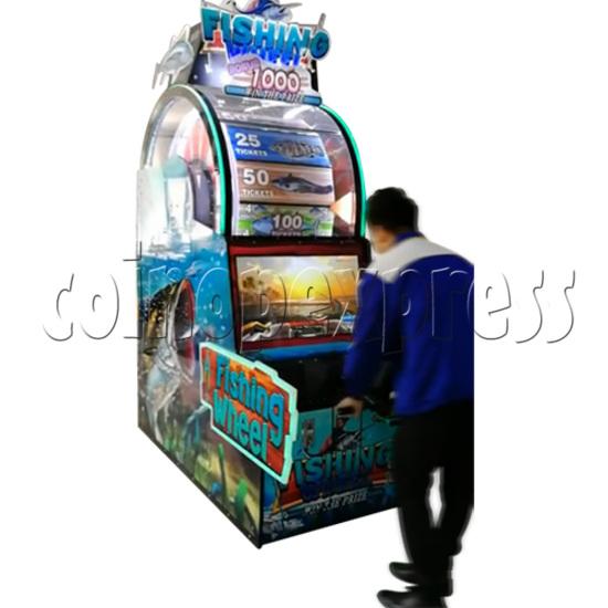 Fishing Wheel Game Ticket Redemption Arcade Machine - play view 2