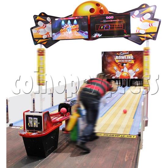 Speed Bowling Arcade Machine 13M - play view
