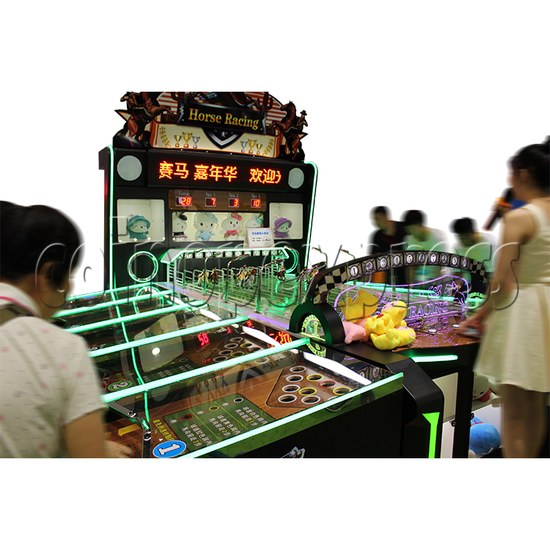Multiplayer Horse Racing Arcade Game machine 10 players - play view 2