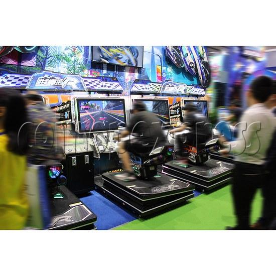 Ultra Moto VR Arcade Driving Machine Twin - play view 2
