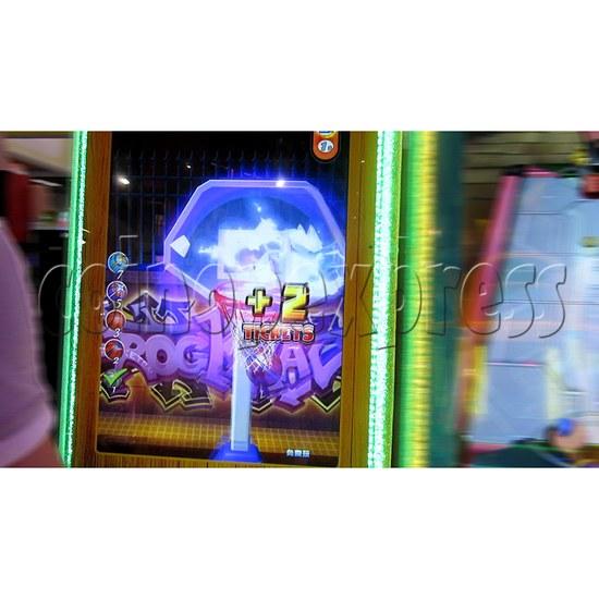 The Champ Ticket Redemption Arcade Machine - play view 4